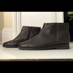 Aerosoles Double Trouble ankle booties